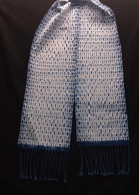 Half-tone scarf.