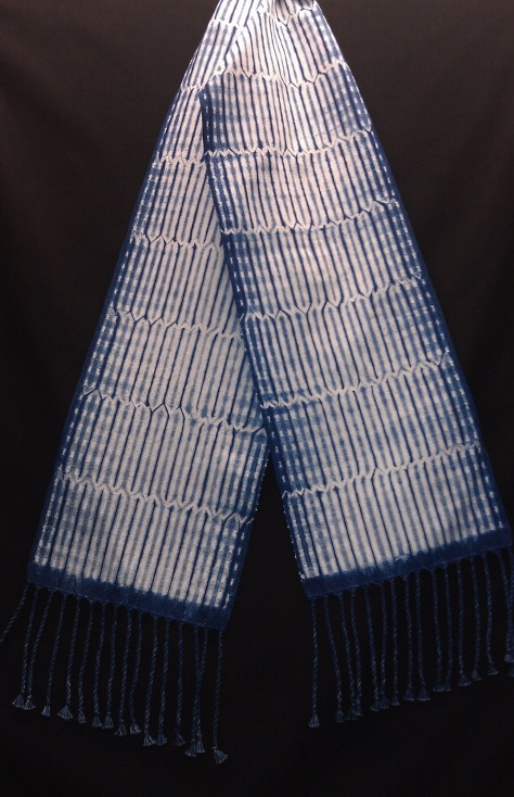 Vertical stripes scarf.